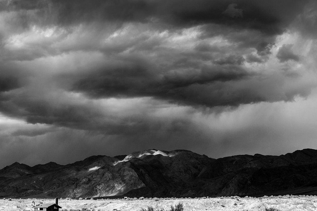 Light and storms on an outhouse and desert mountains in Death  V