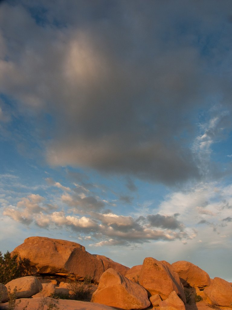 Sunset sky and orange sandstone rocks in the Garden of the Gods