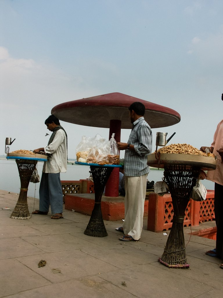 Food vendors in Varanasi